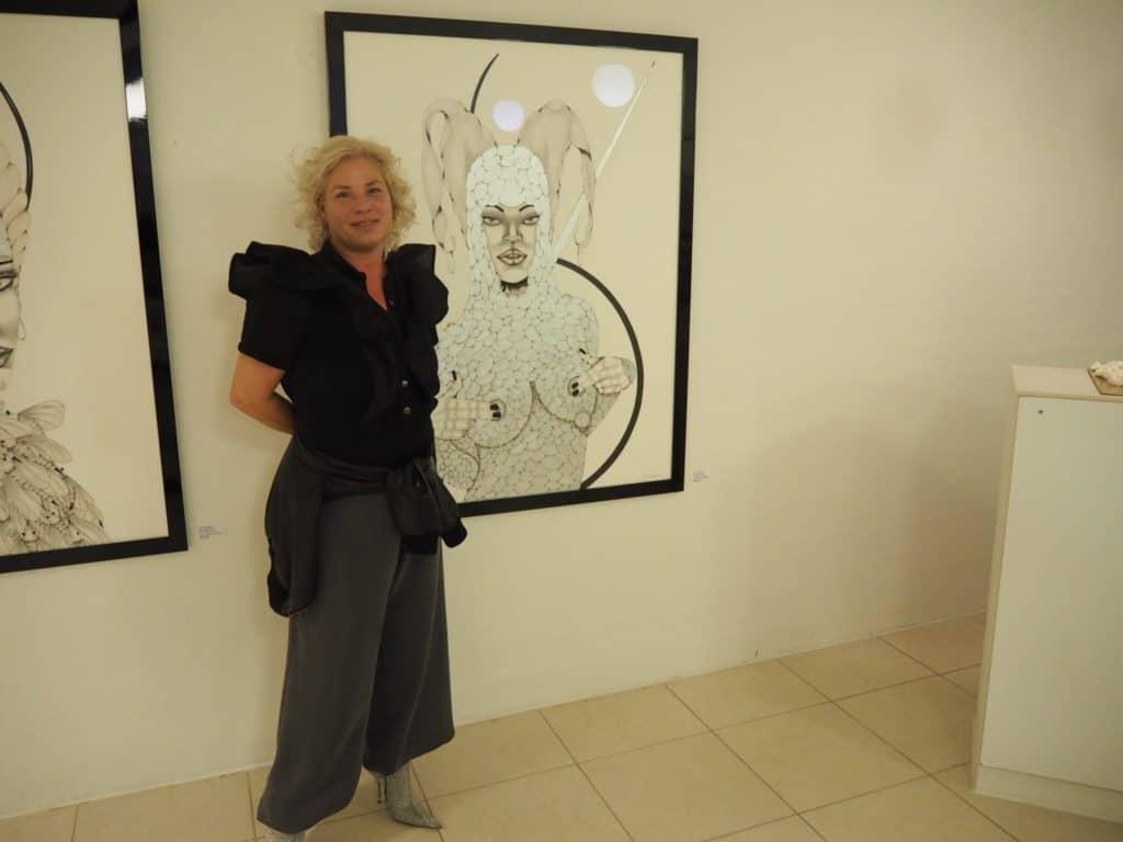 Sussi foran et af sine værker