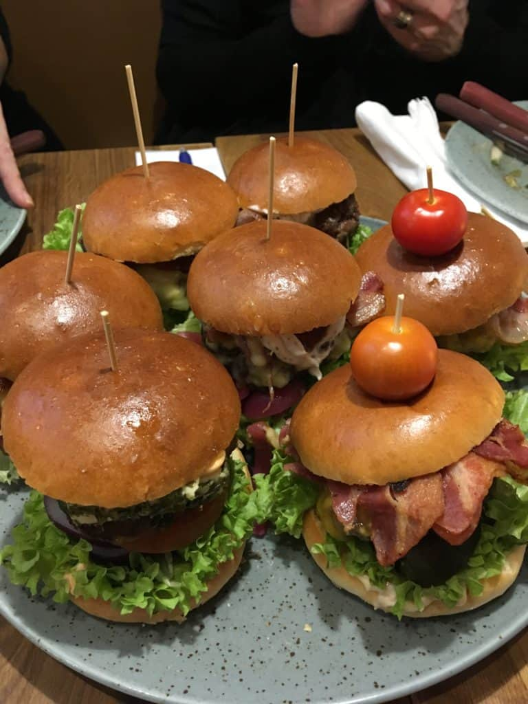 Smagsprøver på Mauritz burgere