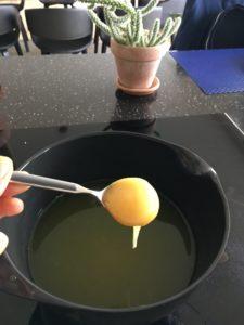 Ingefærshots blandingen sødes med honning - afhængig af smag