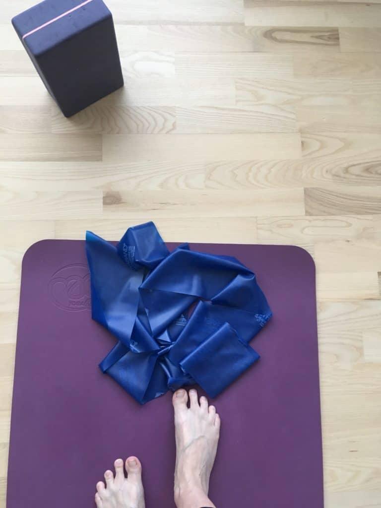 Der bli'r knoklet på yoga måtten hver morgen og mandag aften