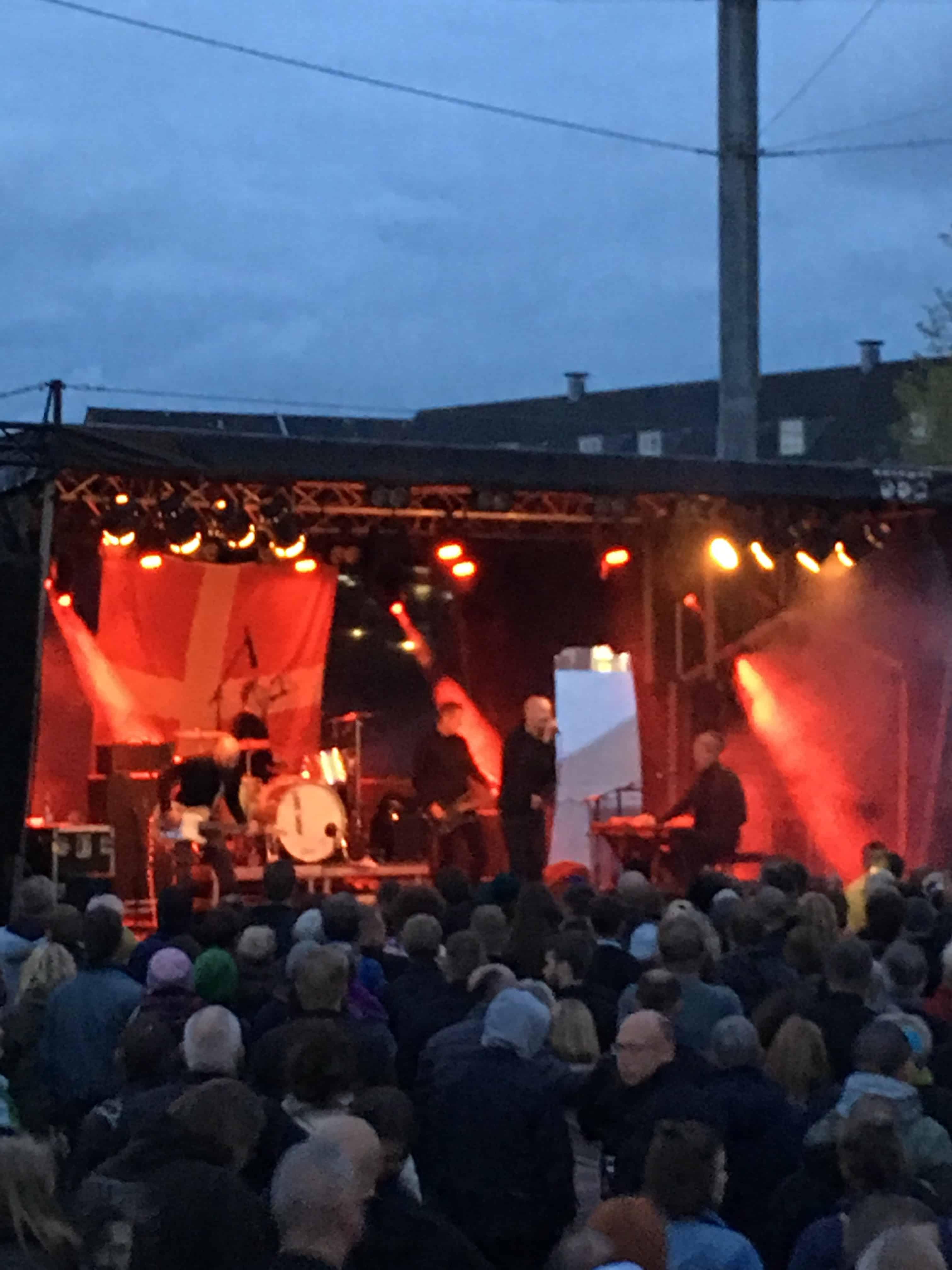 Loveshop underholdt på havnepladsen lørdag aften
