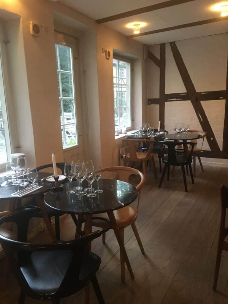 Tapasbar Småsulten har plads til ca 20 gæster indendørs