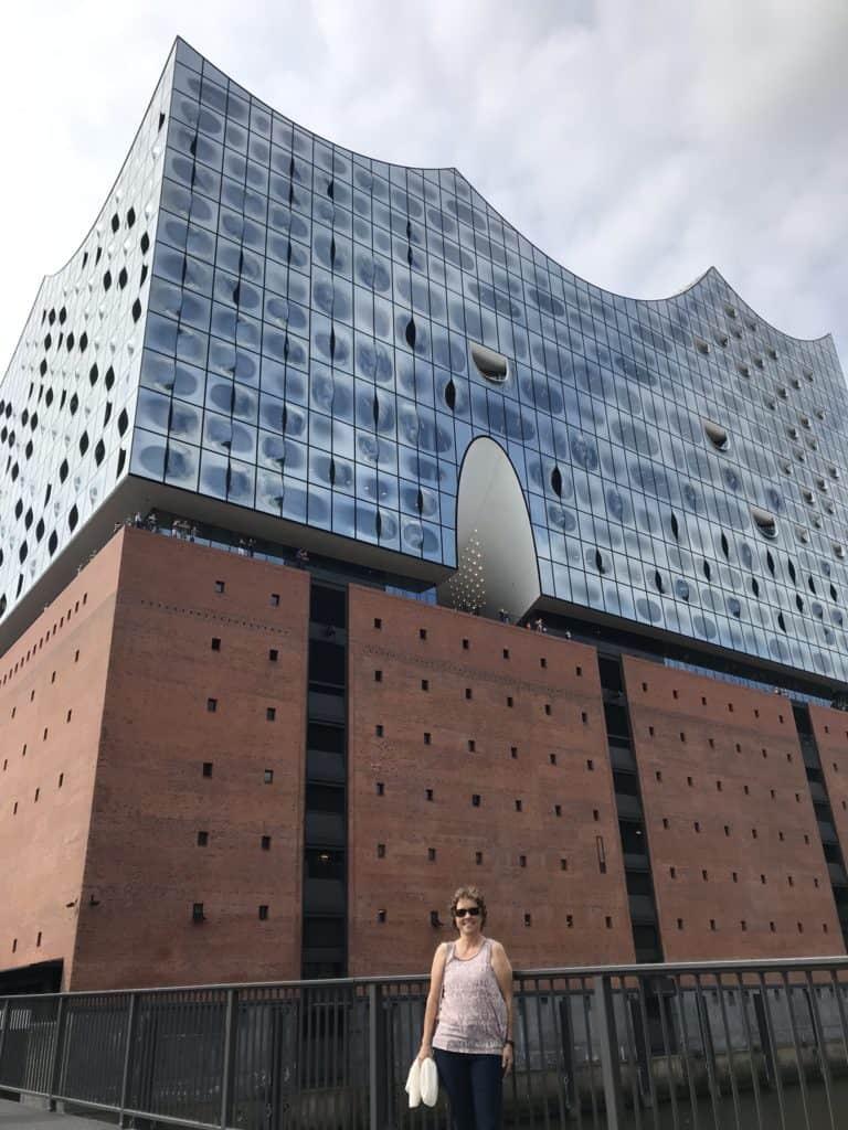 Her er jeg foran Elbphilharmonie
