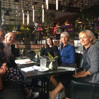 Jeg mødtes med de her 5 skønne bloggerdamer i går - fra venste Vibeke, Lise , Katrine, Janet og Hanne