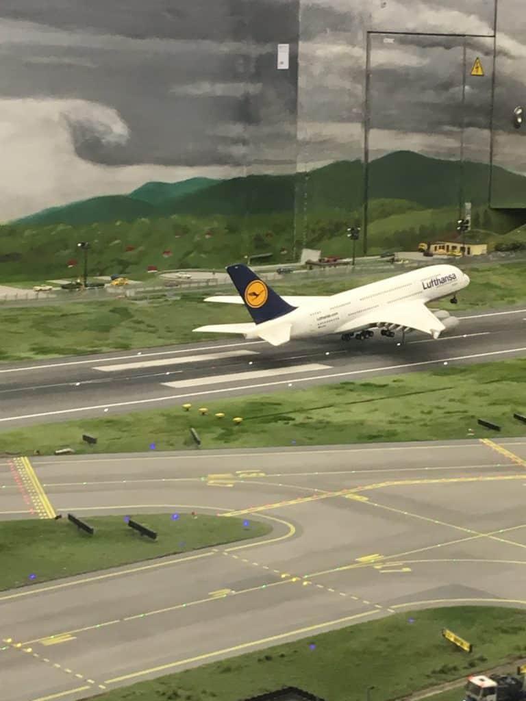 Fly der letter iMiniaturelands lufthavn