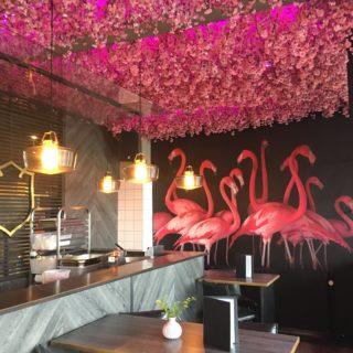 Noho er meget bloggervenlig med lyserøde flamingoer og blomster i loftet