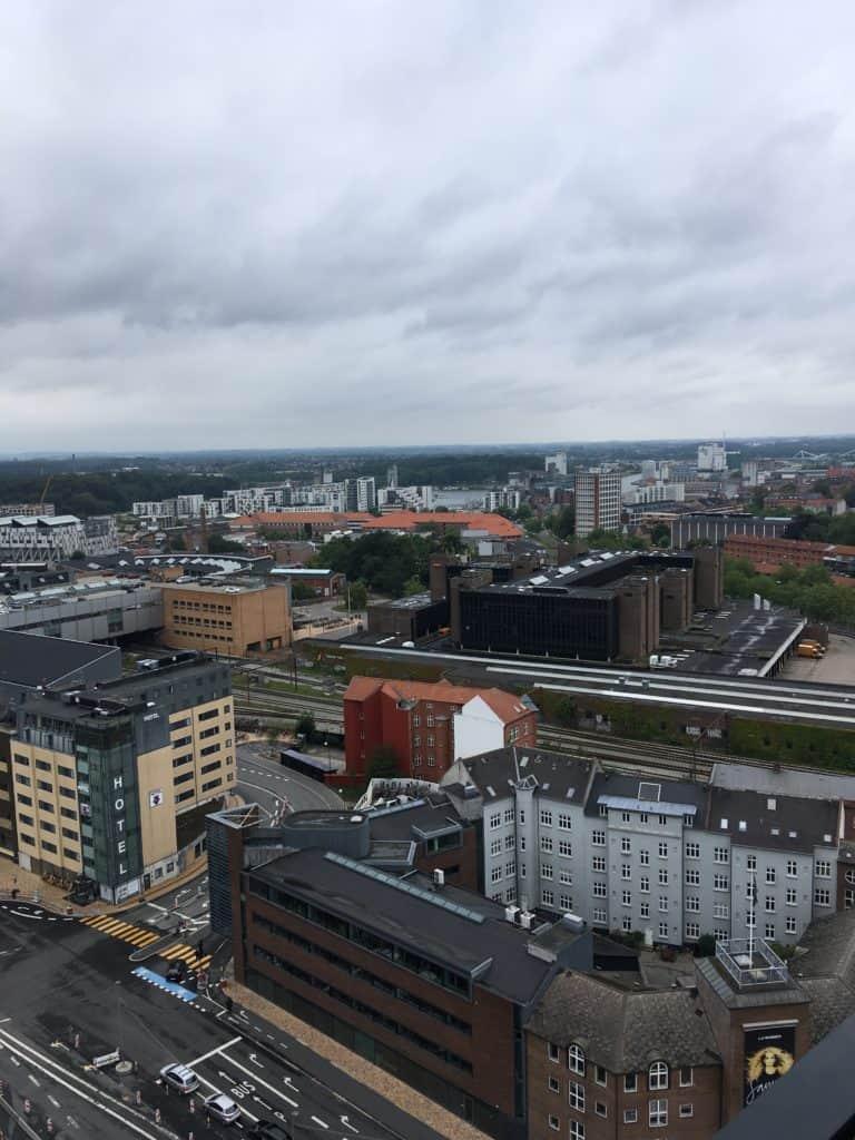 Udsigten fra 16. etage i TBT Tower i Odense i retning mod havnen