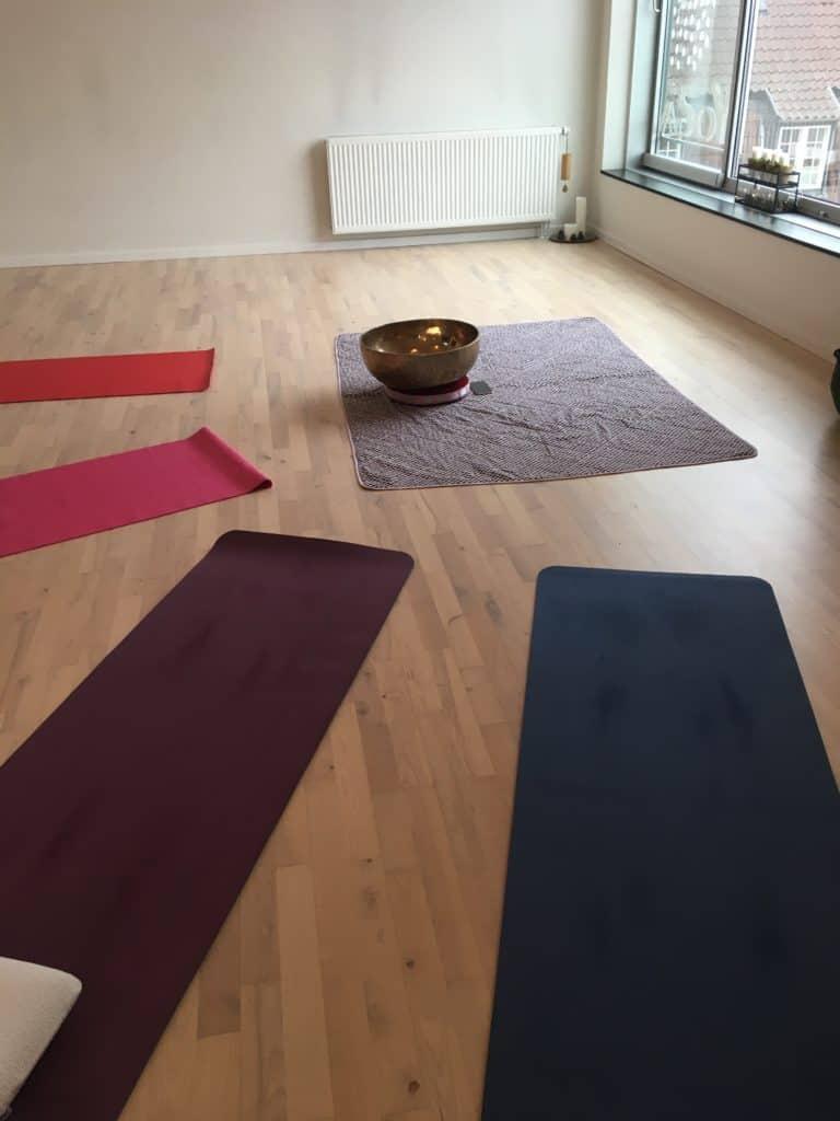 Søndag var jeg til yoga og klang i Drop In Yogas lokaler i Kulturmaskinen