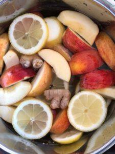 Kom ingredienserne i en gryde med vand