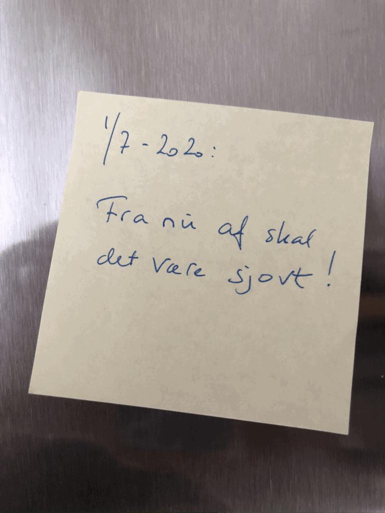 Den her seddel satte jeg på køleskabet d. 30. juni: Fra nu af skal det være sjovt