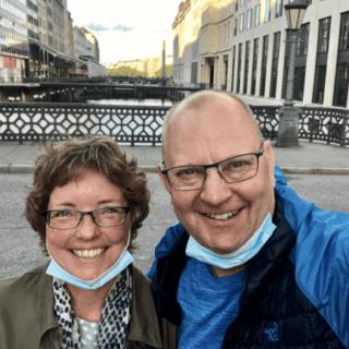 Typisk syn i tyske byer med mundbindet under hagen