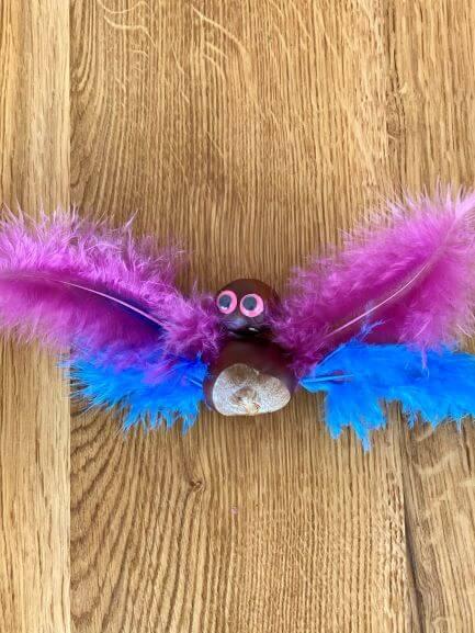 en pige sommerfugle (lyserøde vinger øverst)