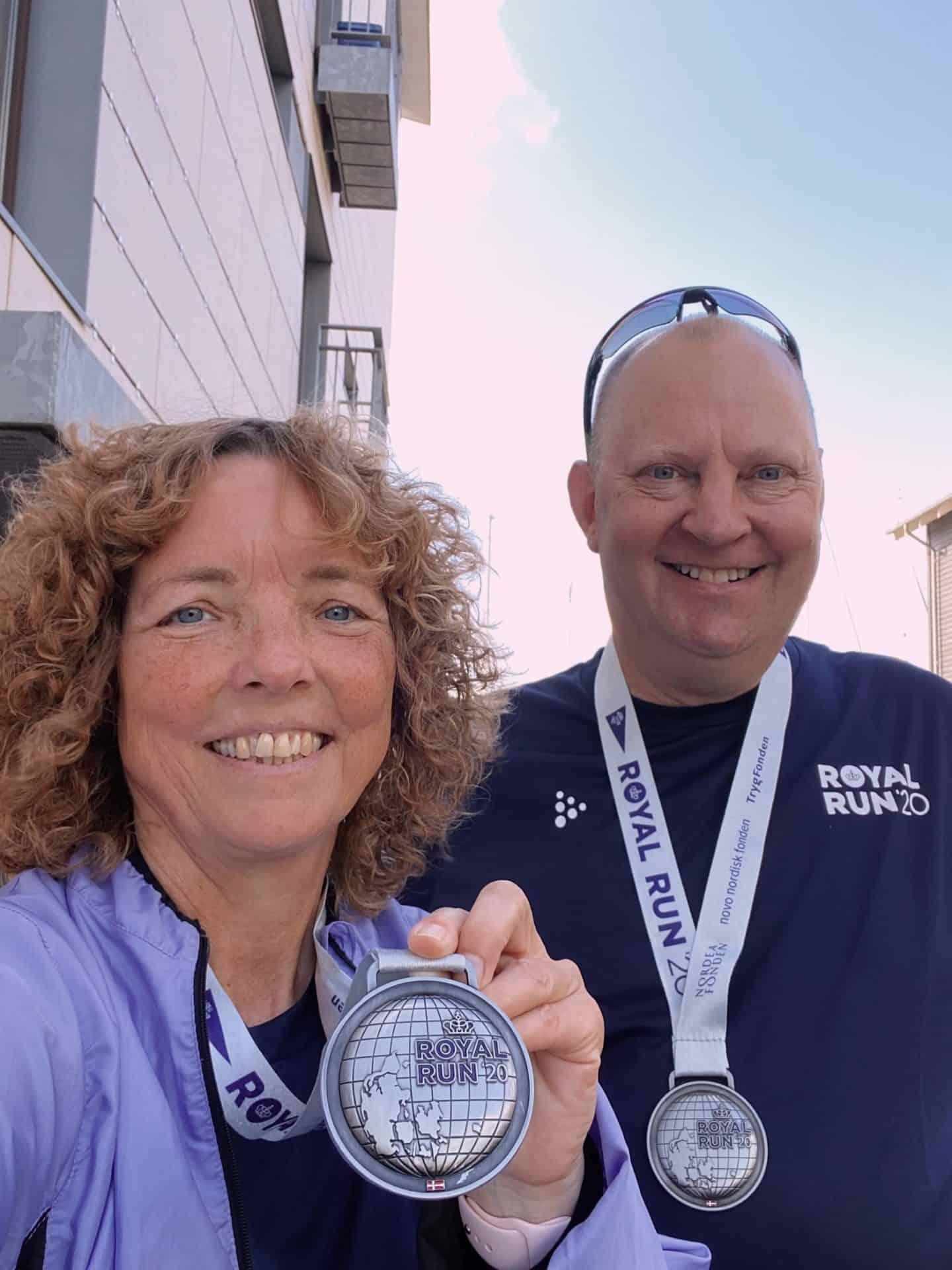 Royal-Run-deltagere-med-medaljer