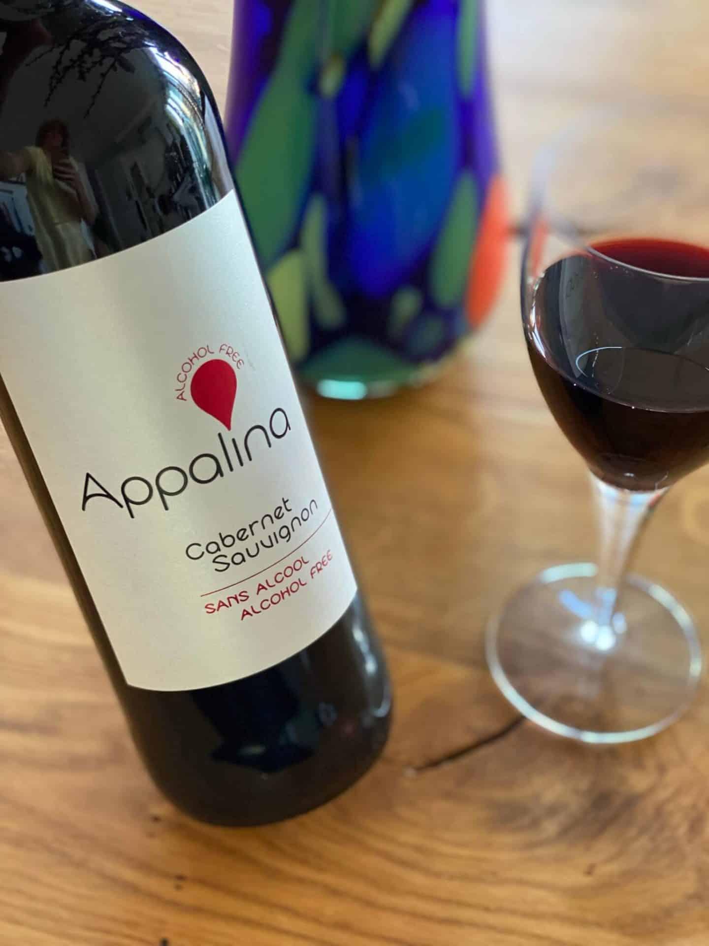Appalina rødvinsflaske og rødvinsglas