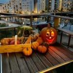 halloween-græskar-lys-på-altan