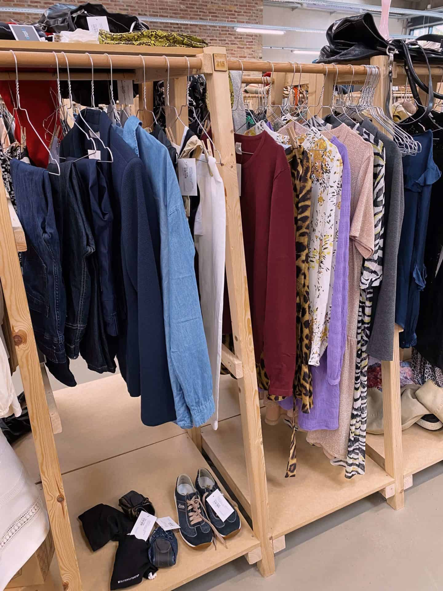 Reshoppit stand Odense med salg af pænere brugt tøj