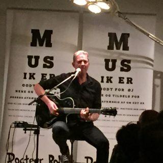 En mand og hans guitar aka Docteur Bob