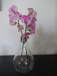 Edison vase med ærterblomster