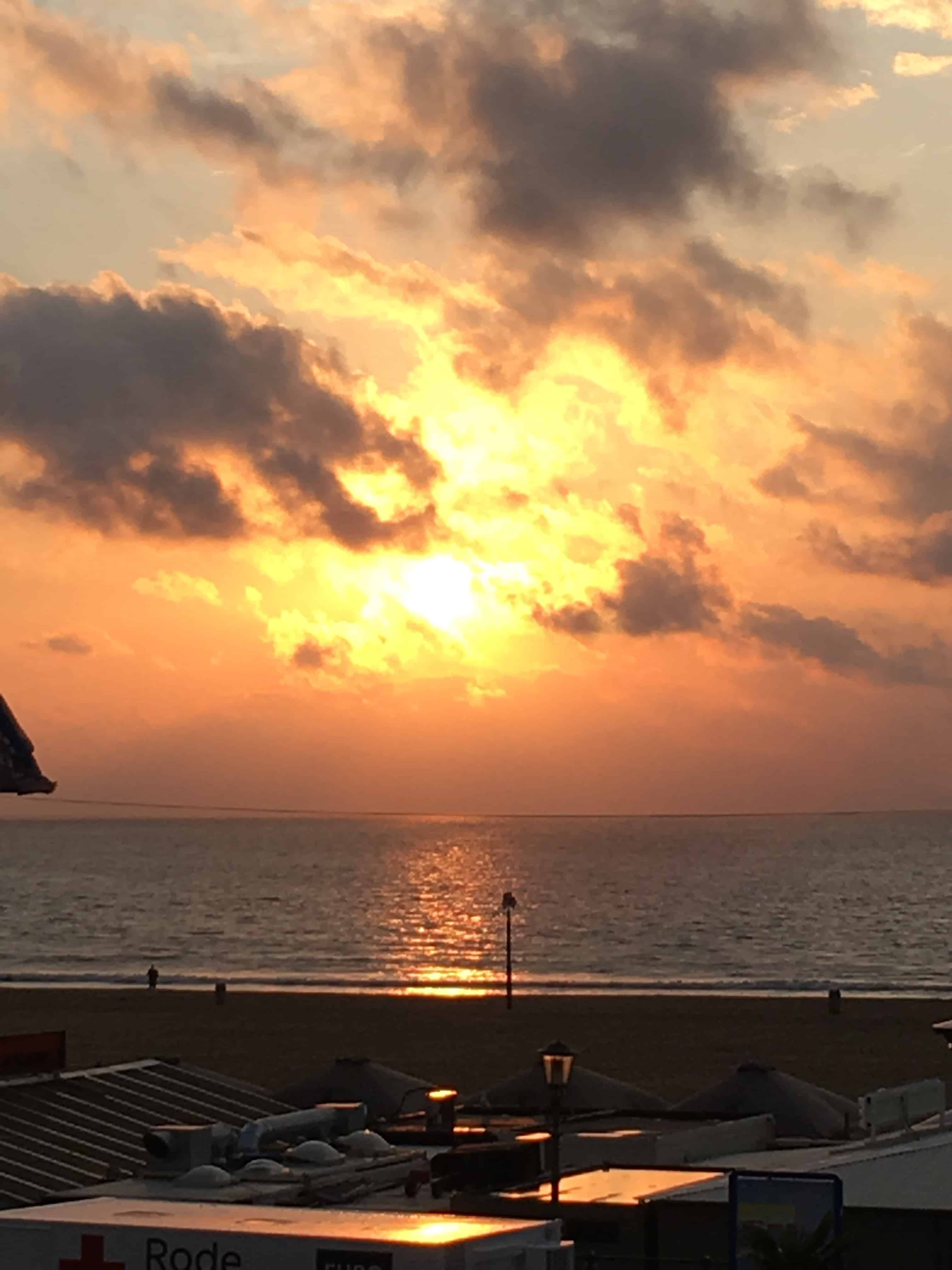 Flot solnedgang tirsdag aften på The Kurhaus terrasse