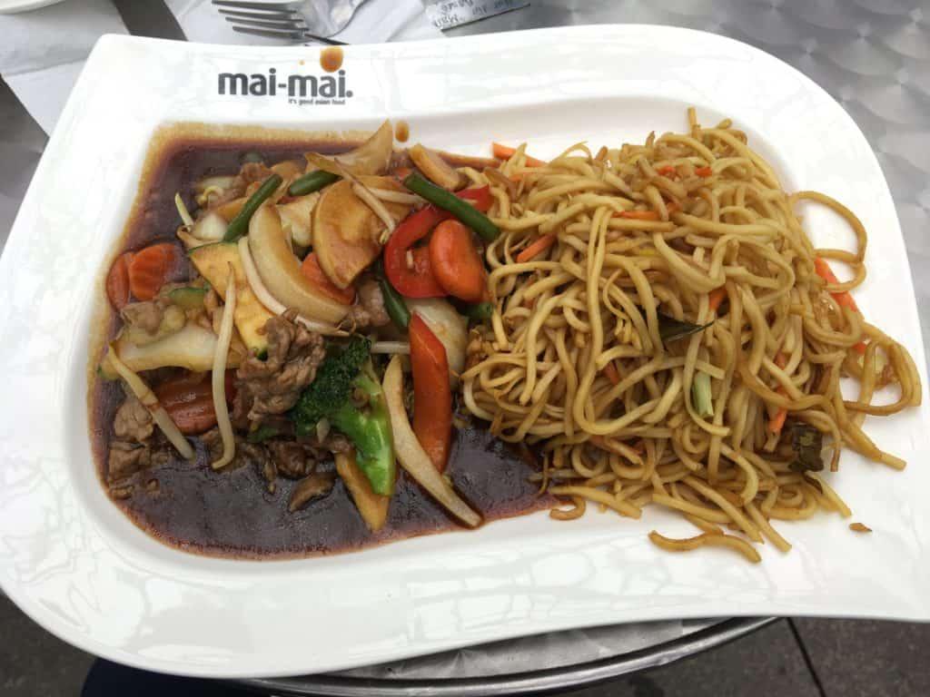 Frokost på Mai-mai lørdag på rådhuspladsen