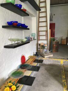Skåle, fade og vaser i mange farver