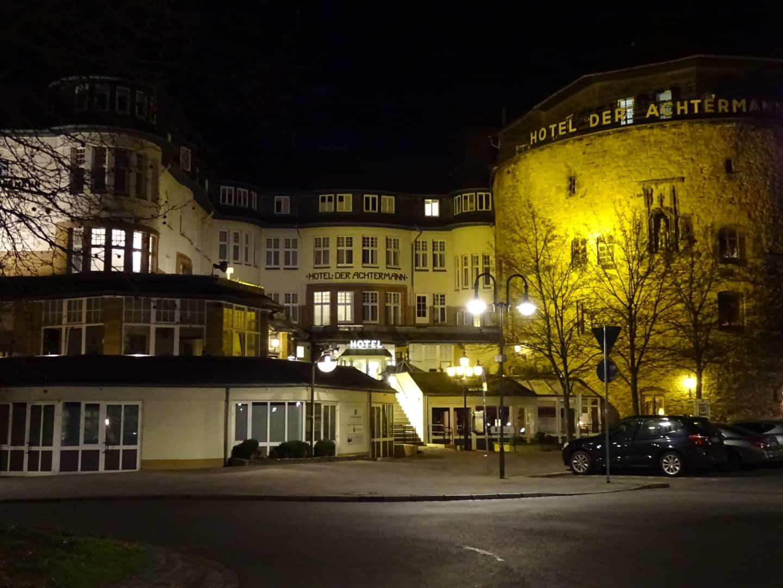 hotel Der Achtermann by night