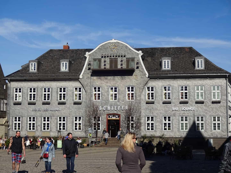 Hotel Schiefer med klokkespil