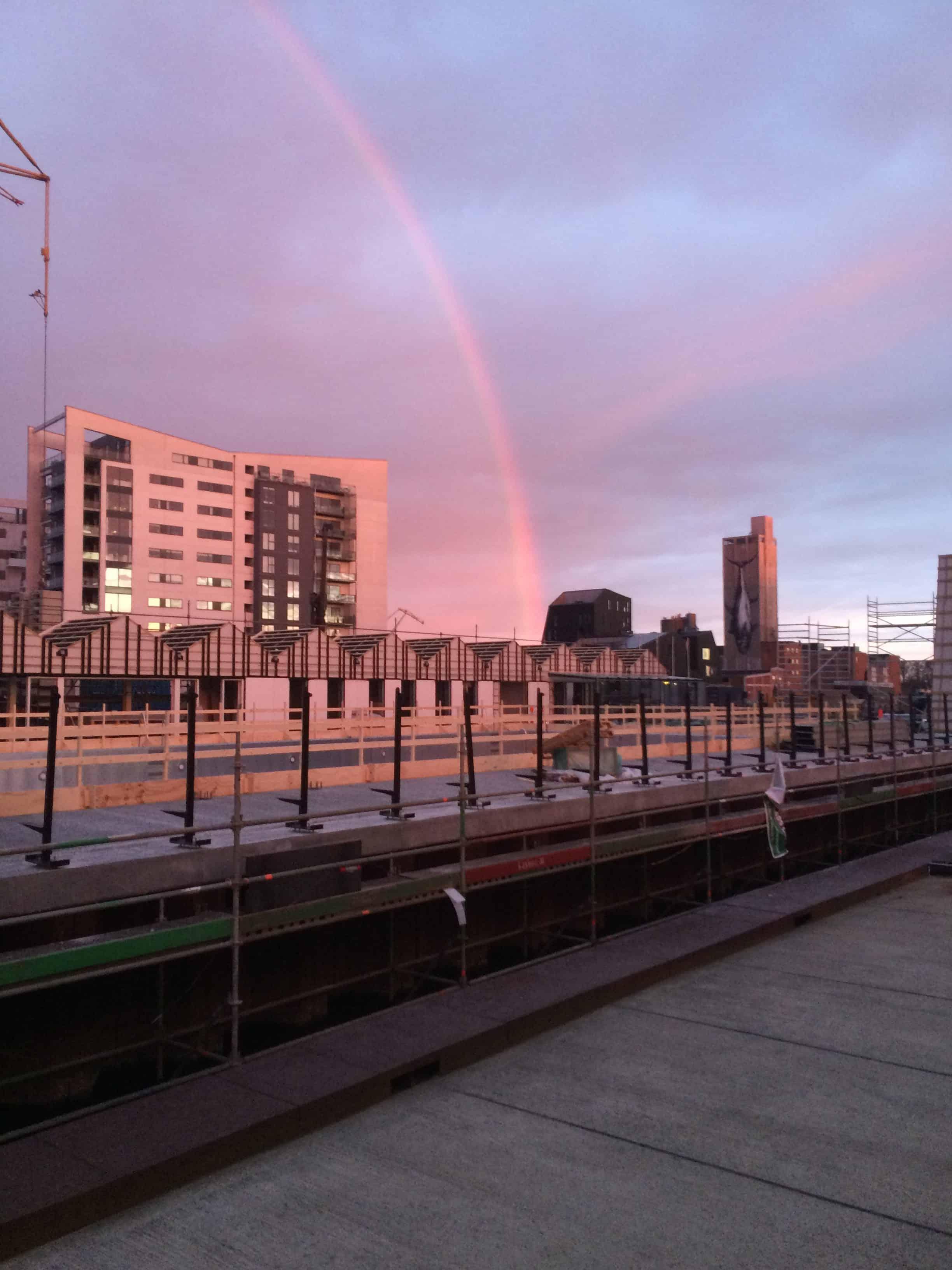 Regnbue over Promenadebyen