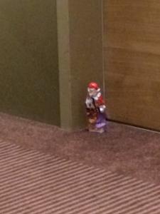 Sankt Nikoalus dag fejres med en chokoladejulemand foran vores hoteldør