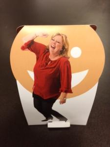 Karen Marie Lillelund og happy face til skrivebordet