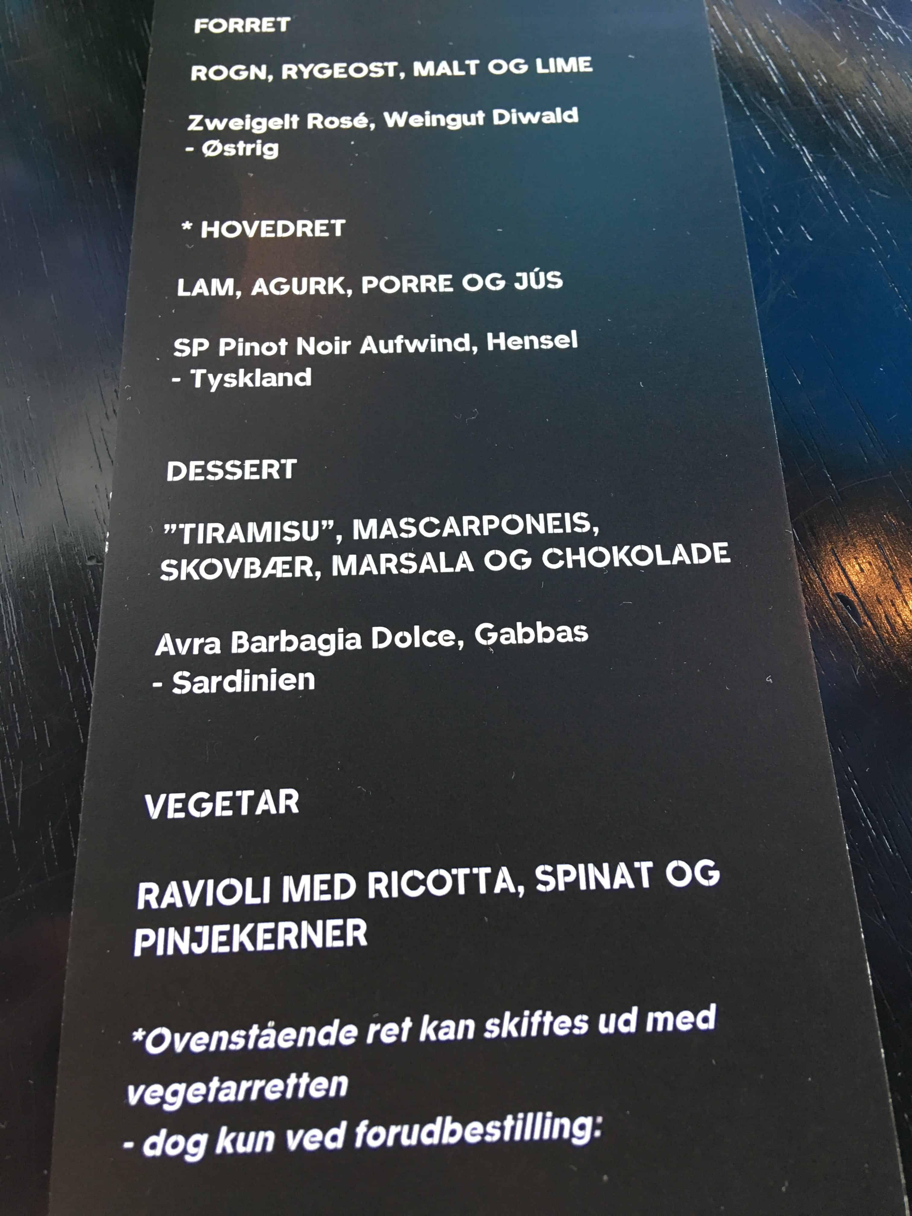 Menuen i restauranten – vi fik hovedretten og desserten