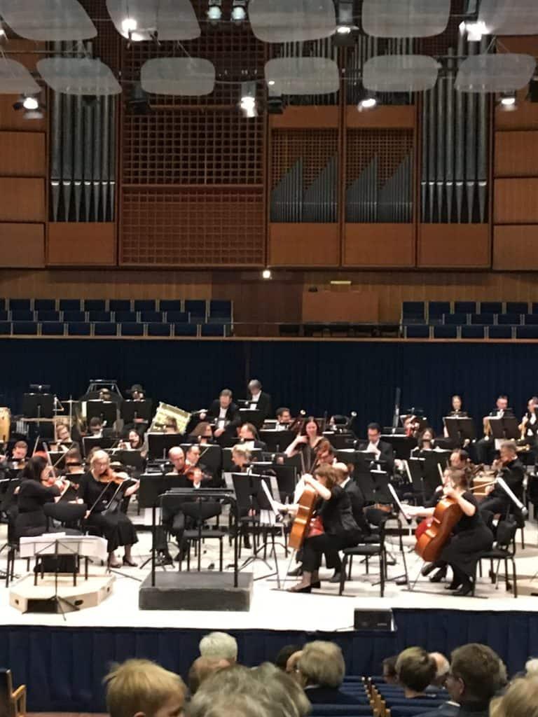 Odense Symfoniorkester varmer op til eftermiddagens Familiesymf koncert