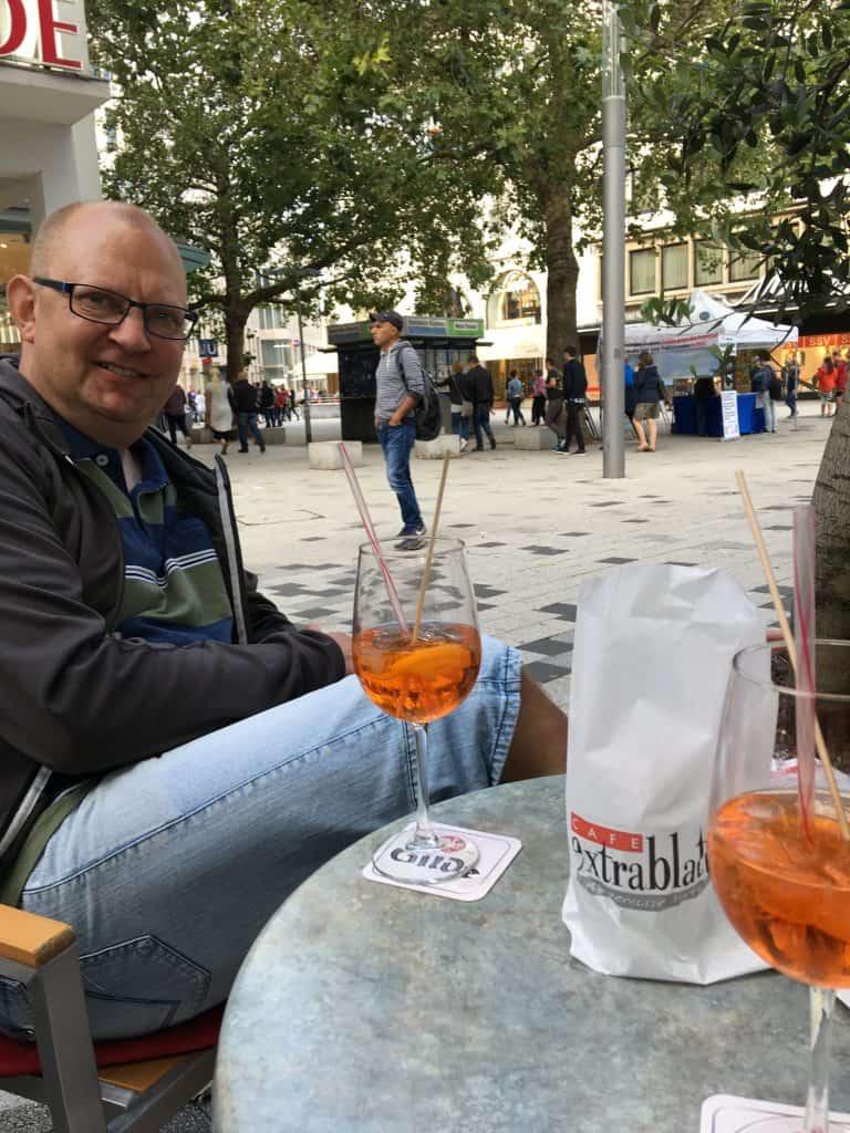 Og vi slutter lige med en Aperol Spritz på Cafe Extrablatt i Hannover