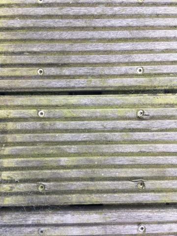 Promenader og trapper er også lavet af hårdt træ