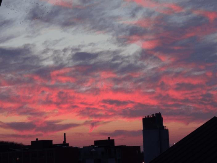 Rød vattet himmel over Byens Ø