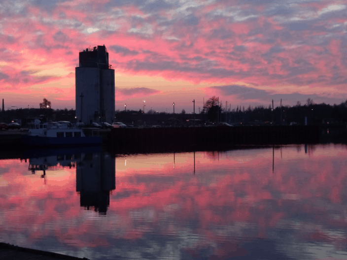 Rød himmel over Odense havn
