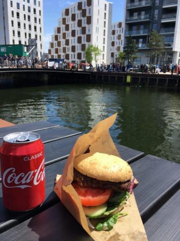Tak for i år med tømmermandsmenu (burger og cola) fra restaurant Nordatlanten