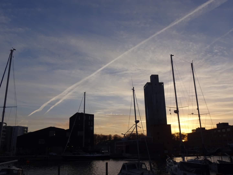 Hvide striber på himlen