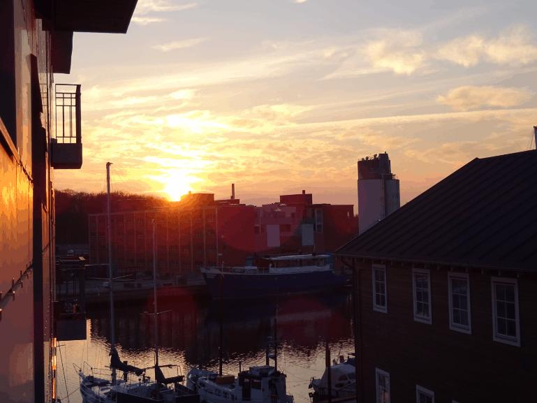 Solnedgang set fra lille terrasse