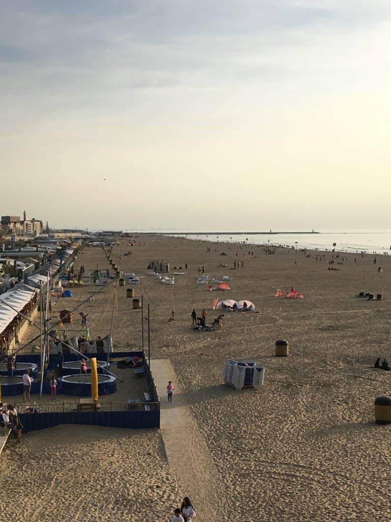 Stranden foran The kurhaus set fra The Pier