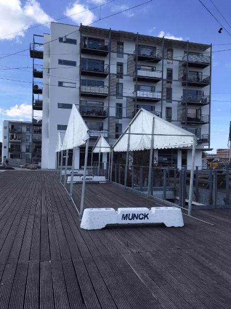 Der kommer telte på havnepladsen