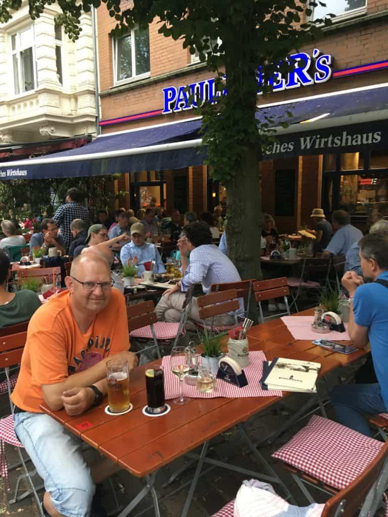 Vi venter på maden på Bayrischer Wirtshaus