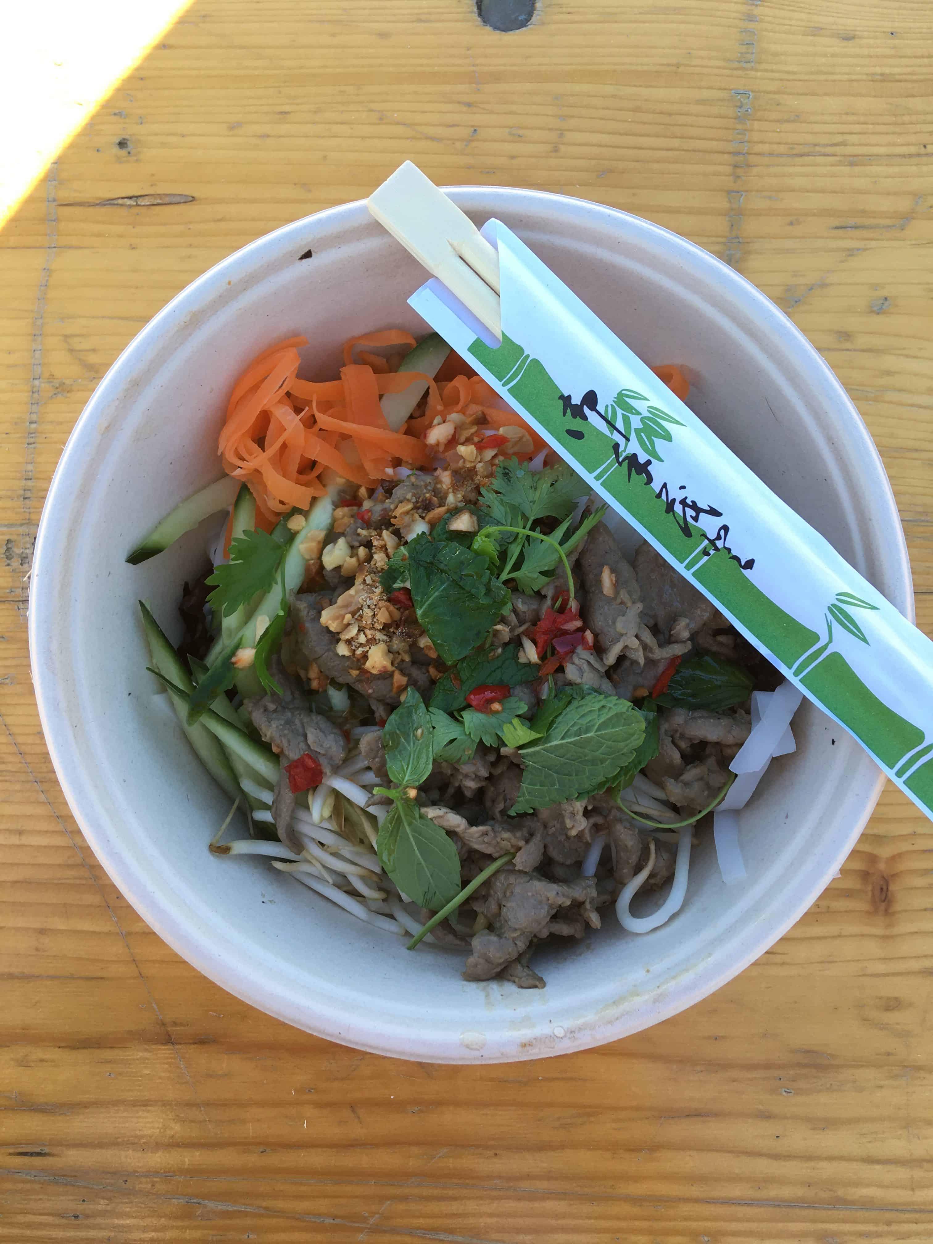 Vietnamesisk streetfood nudler med oksekød